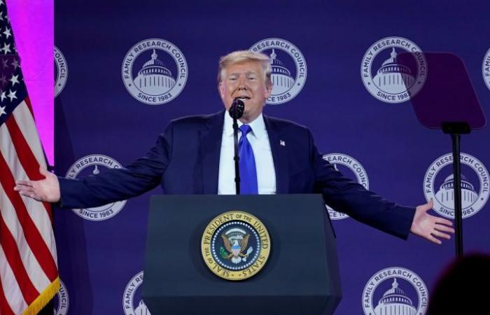 النواب الأمريكي يؤيد بأغلبية ساحقة قرارا يندد بانسحاب ترامب من سوريا