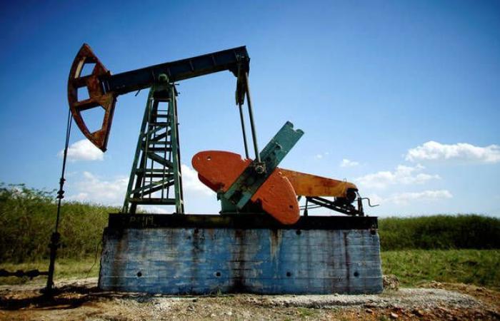 محدث.. هبوط أسعار النفط بعد ارتفاع قوي للمحزونات الأمريكية