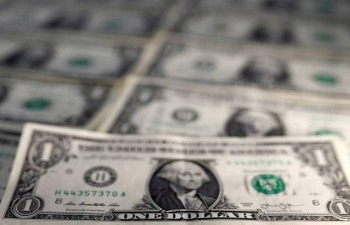 استقرار الدولار الأمريكي عالمياً مع مراقبة الأحداث السياسية