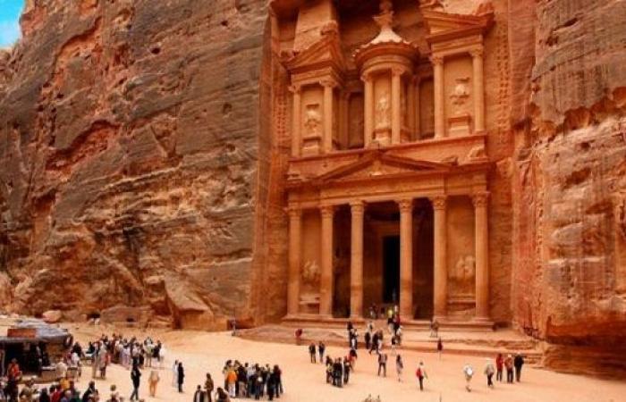 3.5 مليارات دينار الدخل السياحي في 10 شهور بالاردن