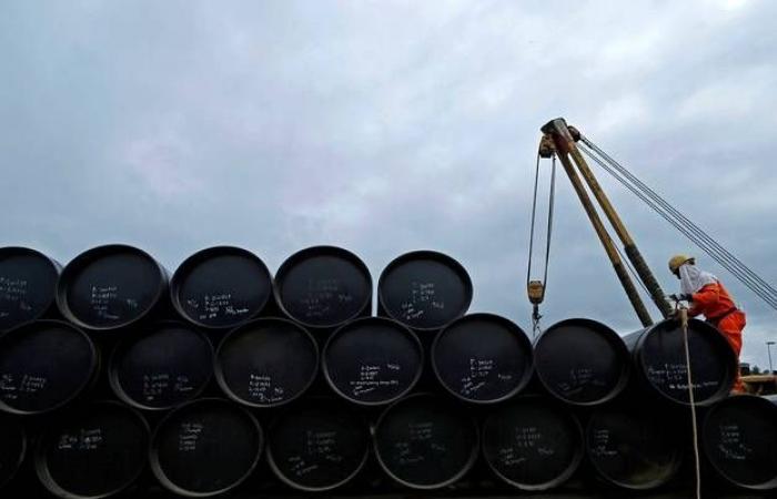 تقرير: روسيا قد ترفض المزيد من الخفض لإنتاج النفط