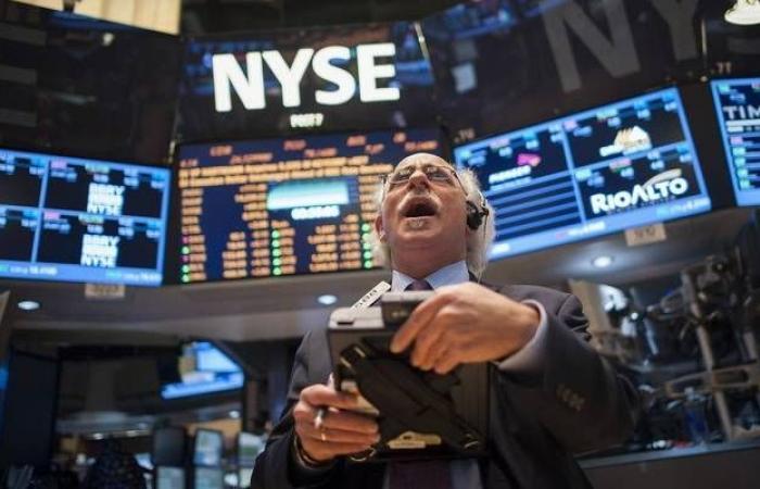 الأسهم الأمريكية تتراجع من مستويات قياسية مع المخاوف التجارية