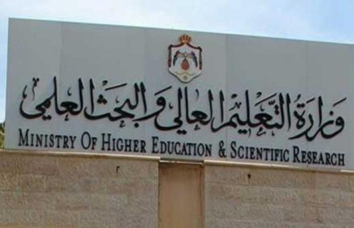 """""""التعليم العالي"""" تنفي تعرضها لضغوطات لتنجيح طلبة جزائريين"""