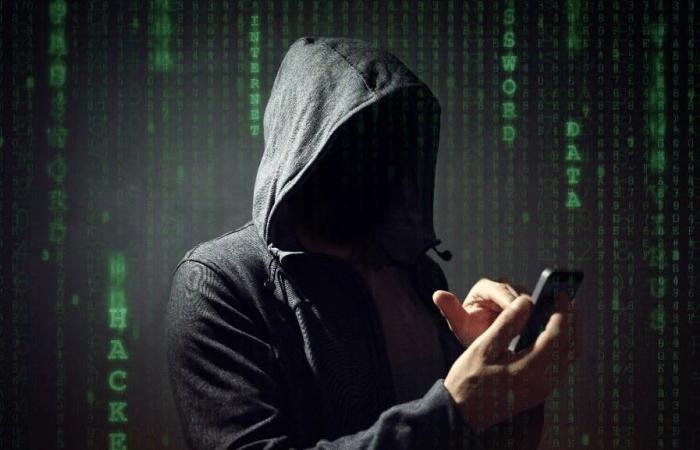 هذه التطبيقات إن وجدت على هاتفك فهي تسرق بياناتك!