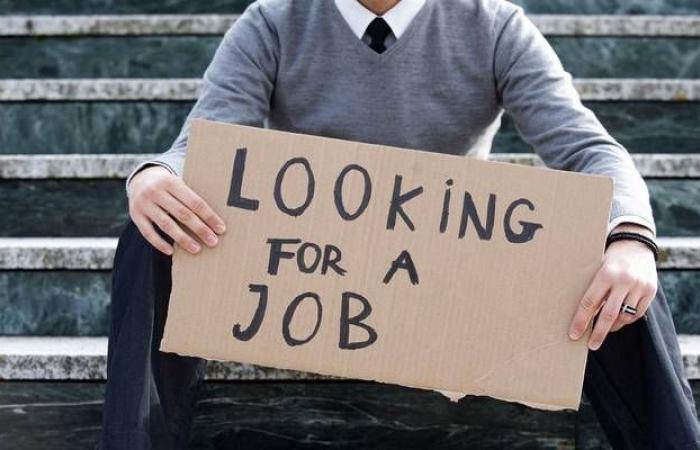 طلبات إعانة البطالة الأمريكية ترتفع بأكثر من التوقعات