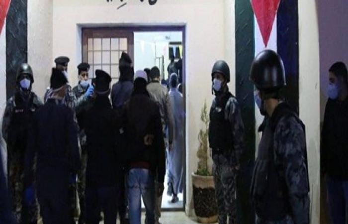 صور..  الاردن : فتح مركزين لتوقيف مخالفي حظر التجول في مواقع تابعة للجيش في خو و الحسا