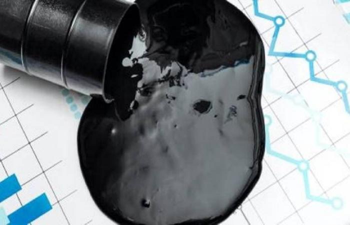 محدث.. أسعار النفط تتراجع بأكثر من 9% بعد جلسة متقلبة