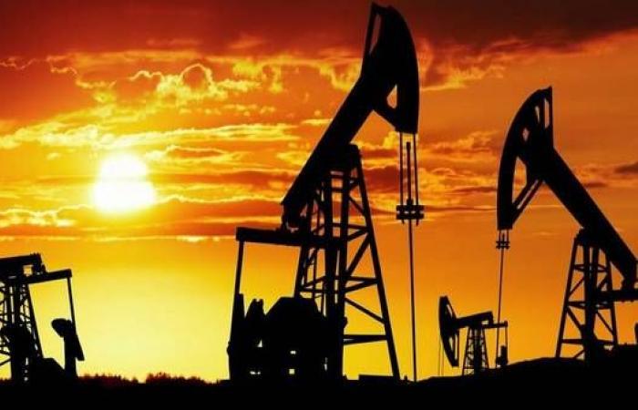 مخزونات النفط الأمريكية تقفز 15 مليون برميل