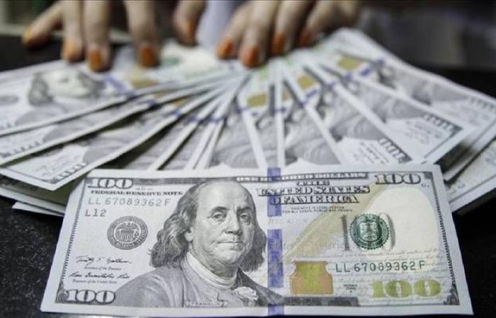 الدولار يتراجع عالمياً وسط آمال إعادة فتح الاقتصادات الكبرى