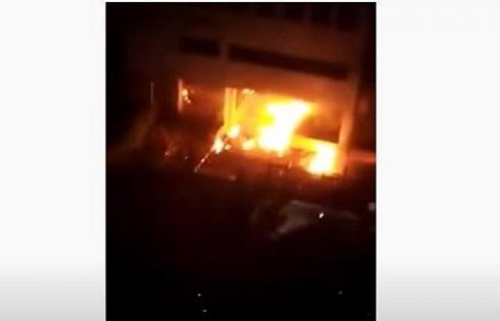 بالفيديو : اطلاق قنابل مولوتوف على مصرف لبنان في صيدا وسقوط جرحى