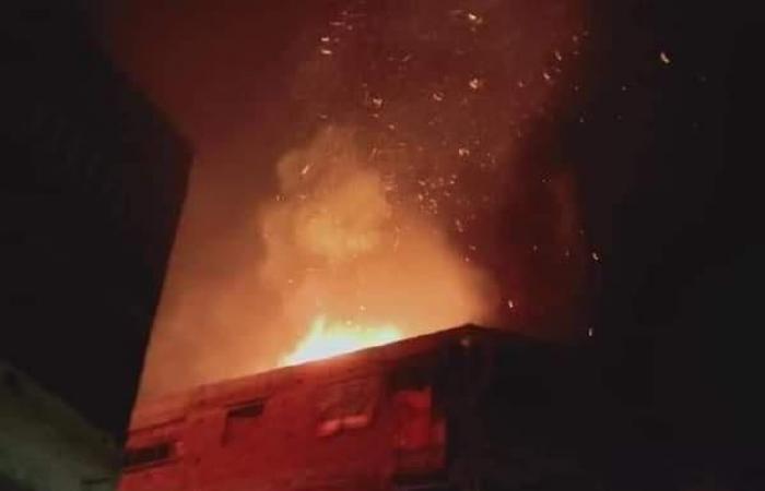 اندلاع حريق هائل داخل منزل بالبصارطة في دمياط