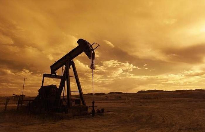 محدث- النفط يقفز 20% عند التسوية.. وبرنت يتجاوز 31 دولاراً