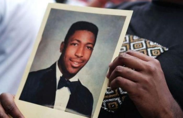 """جورج فلويد: 11 وفاة أشعلت احتجاجات ضد """"وحشية"""" الشرطة الأمريكية"""