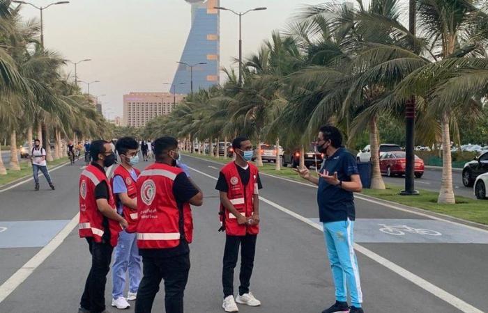 شاهد.. متطوعو الهلال الأحمر بواجهة جدة البحرية يشاركون في تنفيذ الاحترازات