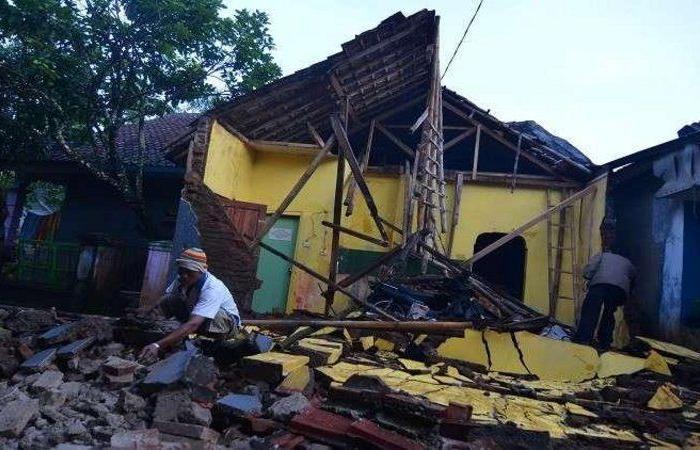 زلزال بقوة 6.1 درجة يضرب سواحل جزيرة جاوة الإندونيسية