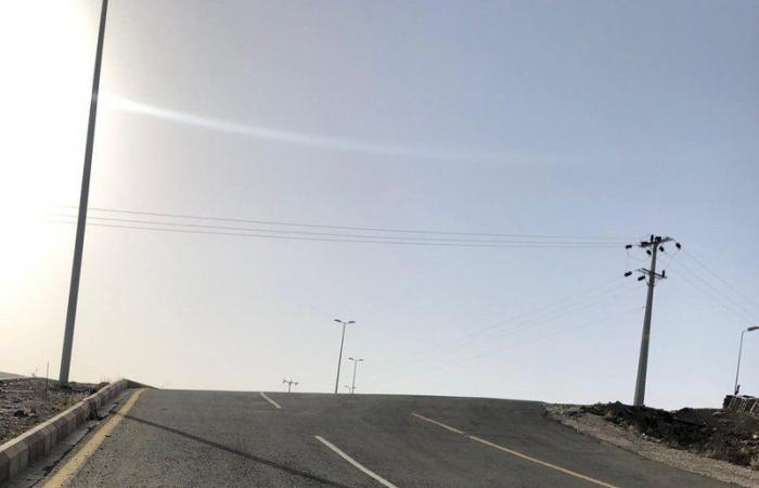 خطأ هندسي يُربك مرتادي الطريق المؤدي لمستشفى القرى العام