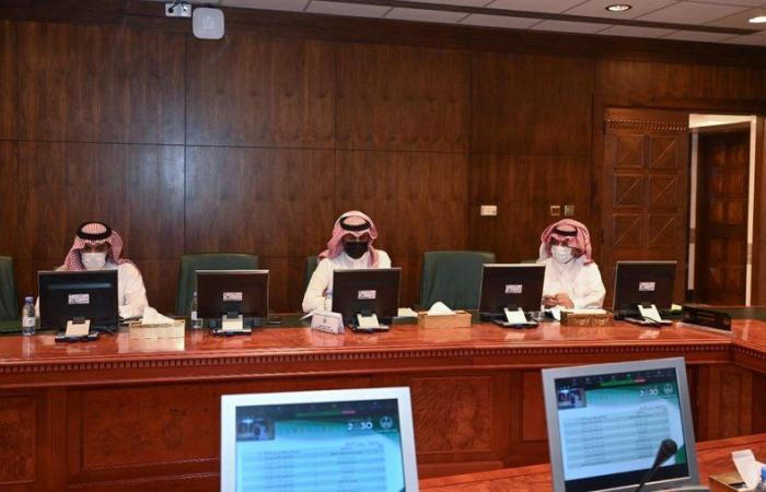"""""""أمير عسير"""" يرأس اجتماع مجلس المنطقة ويتابع إنجازات المشروعات الحكومية"""