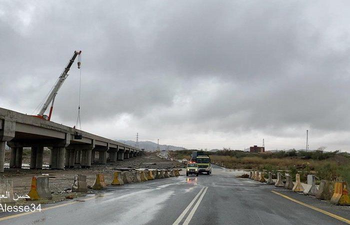 """""""مدني القنفذة"""" يستنفر للحفاظ على الأرواح والممتلكات مع استمرار السيول والأمطار"""