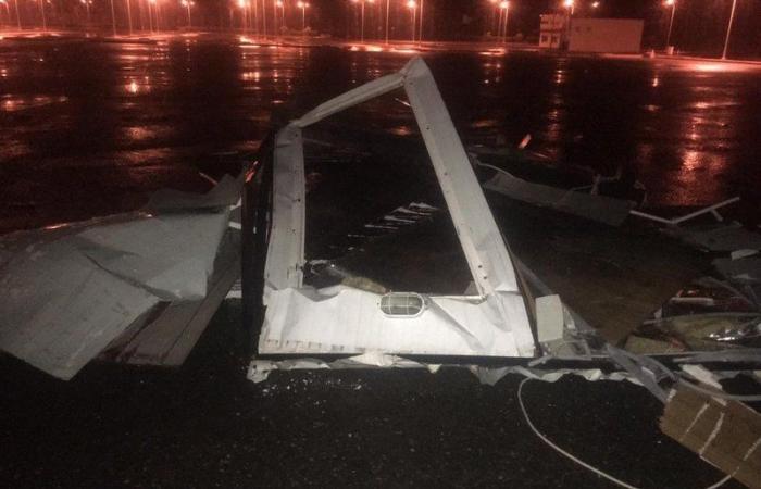 """""""أمطار الرحمة"""" تكشف ضعف مباني جامعة الباحة.. تحطُّم أجزاء وتضرُّر مركبات \"""