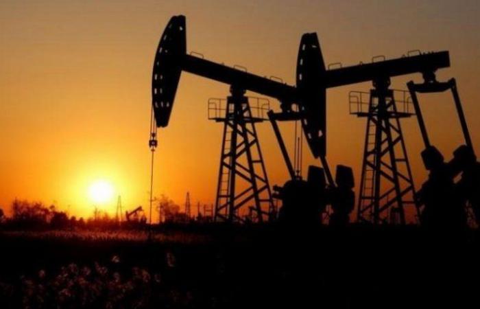 """النفط يرتفع و""""برنت"""" يصل إلى 44.74 دولار للبرميل"""