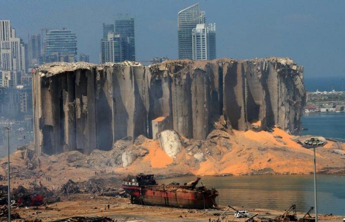 مصرف لبنان المركزي يجمد حسابات مسؤولي ميناء بيروت