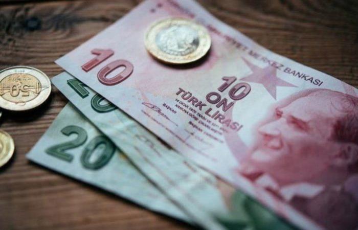 وسط موجة بيع وتخوف.. الليرة التركية تهبط إلى مستويات قياسية متدنية