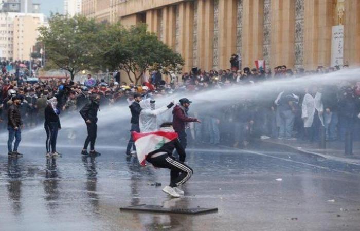 لبنان.. توتر واشتباكات بين محتجين وقوات الأمن في محيط البرلمان