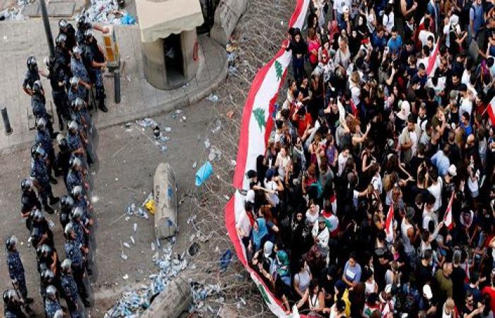 الأمن اللبناني يطلق الغاز المسيل للدموع على متظاهرين حاولوا اقتحام البرلمان .. بالفيديو
