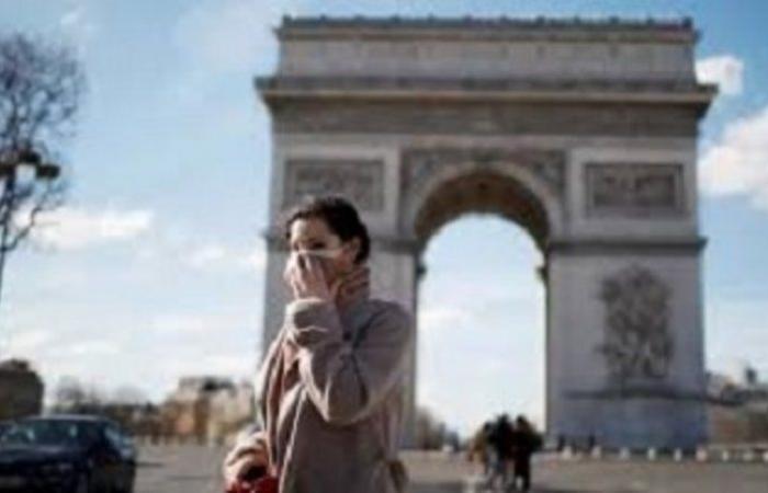 """بعد تزايد إصابات """"كورونا"""".. باريس تلزم باستعمال الكمامة في الأماكن المزدحمة"""