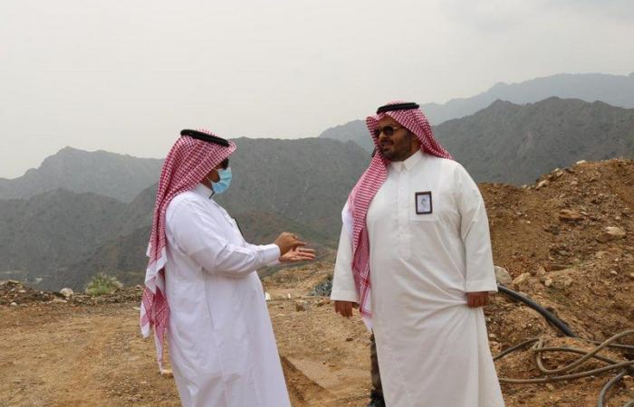"""""""ابن لبدة"""" يتفقد مشاريع """"الداير"""" ويوجه بإنجاز متنزه جديد على طريق آل عمرو"""