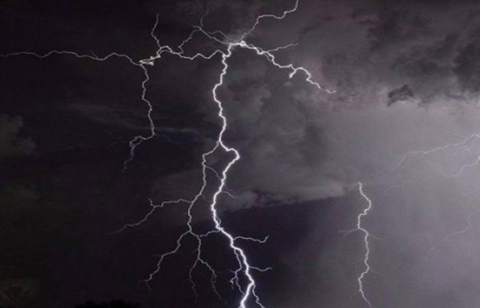 """عقب تنبيه الأمطار.. """"مدني الباحة"""" تحذّر: ابتعدوا عن مجاري السيول"""