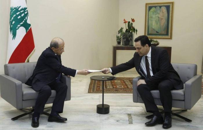 الرئيس اللبناني يقبل استقالة الحكومة
