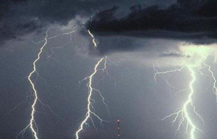 """""""مدني الباحة"""" متفاعلاً مع التنبيه الماطر: ابتعدوا عن هذه المواقع"""