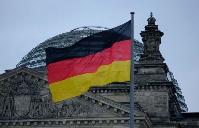 """ألمانيا تُشَكك في """"فعالية وسلامة"""" اللقاح الروسي: لا معلومات معروفة"""