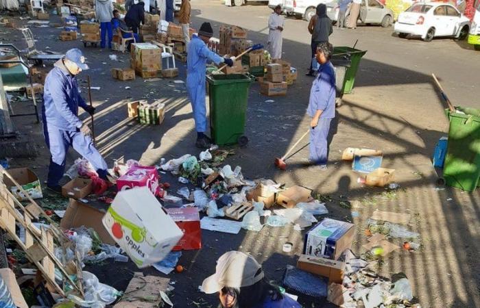 """بالصور .. """"سبق"""" ترصد مخلفات ونفايات وعشوائيات بسوق الخضار بالطائف.. والأمانة: سنقضي عليها"""