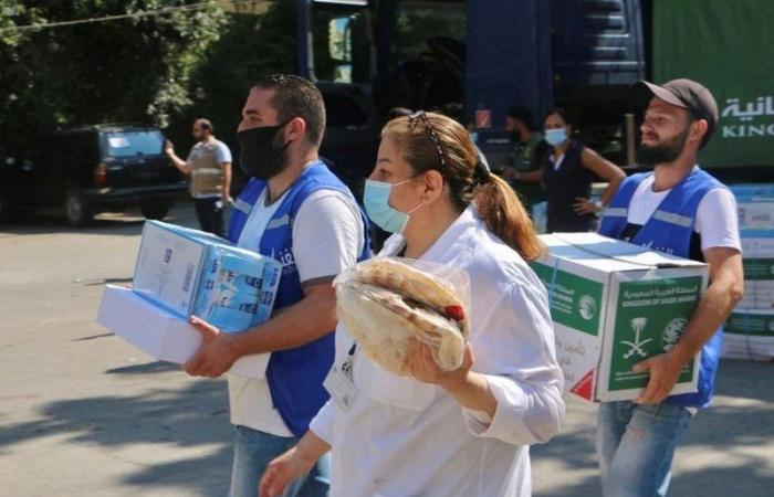 """""""إغاثي الملك سلمان"""" يواصل تقديم المواد الغذائية لمتضرري انفجار بيروت"""