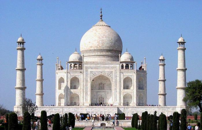 """رغم تزايد إصابات كورونا.. الهند تعيد فتح """"تاج محل"""" للزوار"""