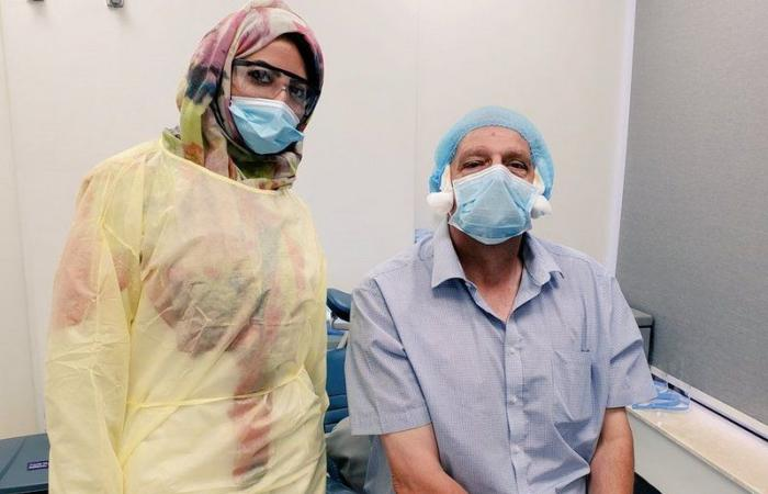 """طبيبة سعودية تروي لـ""""سبق"""" قصتها مع مريض بريطاني.. """"إبرة"""" جعلته يثني على النظام الصحي بالمملكة"""