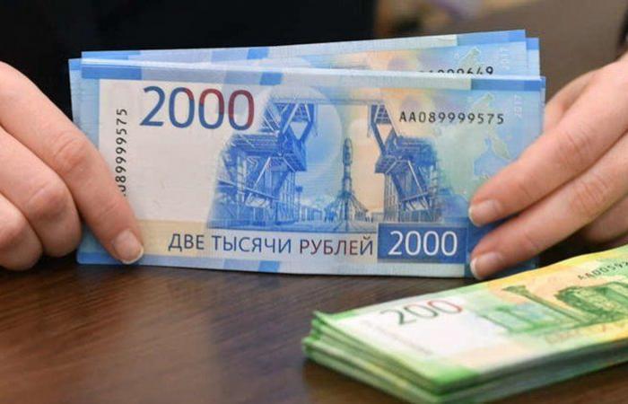 """تزايد إصابات """"كورونا"""" يهوي بالعملة الروسية لأدنى مستوى في 6 أشهر"""
