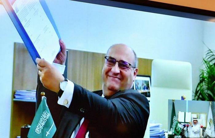 """عبر الاتصال المرئي.. """"إغاثي الملك سلمان"""" يوقّع اتفاقية مع منظمة الهجرة الدولية لصالح اليمن"""