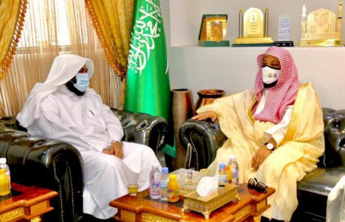 """مدير هيئة مكة يزور فرع """"الإسلامية"""" لتعزيز الشراكة في حملة """"الصلاة نور"""""""
