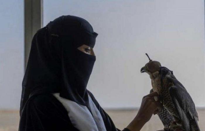 """مَن """"رشا العبدالله"""" التي كسبت التحدي ونافست الرجال في مزاد الإبل؟"""