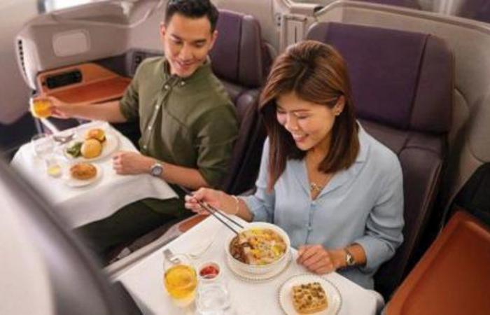 """الحنين للسفر يدفع كثيرين للأكل على طائرات رابضة.. """"سوبر جامبو"""" حُجزت كاملة في نصف ساعة"""