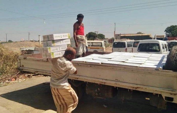 مركز الملك سلمان يوزّع 5.500 كرتون من التمور للمحتاجين في محافظة لحج