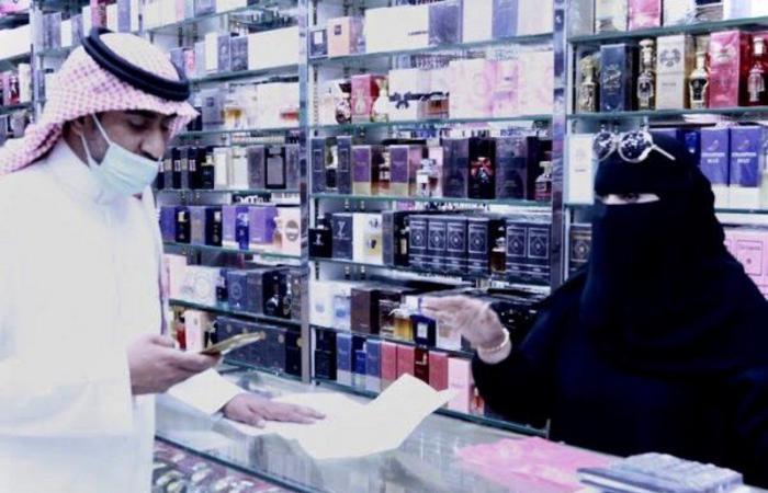 """""""موارد الرياض"""" يغلق 36 محلًا ويضبط 44 وافدًا مخالفًا للتوطين"""
