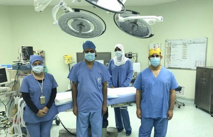 """تشوه بالقفص الصدري.. """"ولادة الدمام"""" يجري عملية جراحية نوعية لطفلة 5 سنوات"""