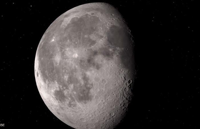 """""""ماء على سطح القمر"""".. """"ناسا"""" تعلن عن اكتشاف سيغير طبيعة المهام الفضائية"""