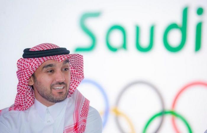 رئيس الاتحاد الدولي لكرة القدم يشيد بعمل اتحاد الكرة العربي