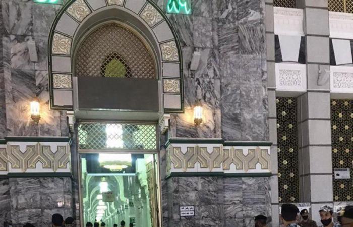 مكة.. الجهات الأمنية تباشر حادثة ارتطام سيارة في أحد أبواب الحرم