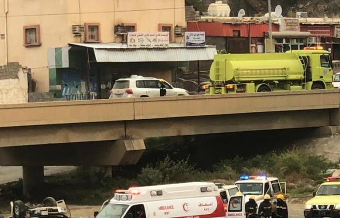سقوط مركبة من جسر بطريق الداير- العيدابي ومصرع قائدها